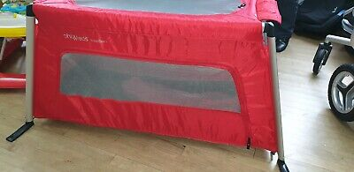 Phil & Teds Traveller Travel Cot/Play Pen. Extra Lightweight & Folds Up Small