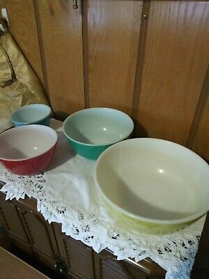 Vintage Pyrex Primary Colors 4 Piece Mixing Bowls Yellow,Green,Red & Blue