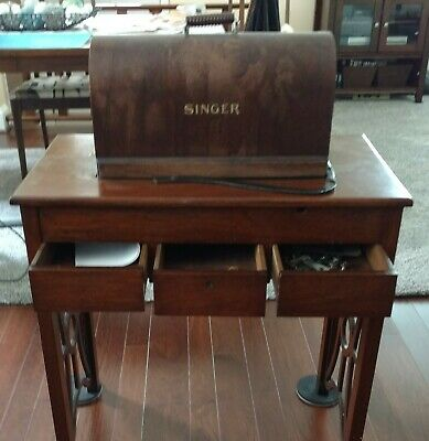 Working Vintage Singer Sewing Machine from the 1920's