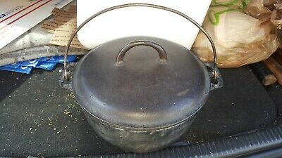 Griswold #8 Tite Top Dutch Oven 833 Cast Iron clean no scale.