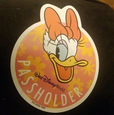 Daisy Duck Magnet Walt Disney World Annual Passholder Magnet Limited Edition