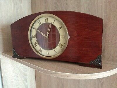 Vintage wooden mantel clock with the fight of the USSR (video)