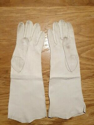 Vintage Ladies Soft Leather Gloves Brand and Size unknown but think about 6.5.