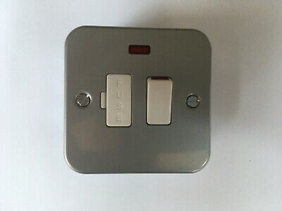 2 No. KNIGHTSBRIDGE METAL CLAD SWITCHED FUSED SPUR UNIT WITH NEON INDICATOR