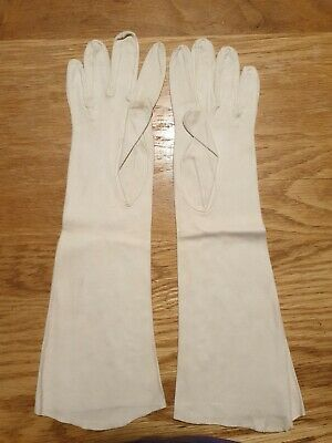 Vintage Ladies Soft Leather Gloves brand and size unknown but about 6.5 I think.