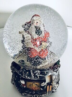 SANTA MUSICAL CHRISTMAS SNOW GLOBE ~ FESTIVE DECORATION ~ New, Boxed.