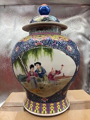 A Chinese antique Vintage lidded Pot famille Rose 20th C
