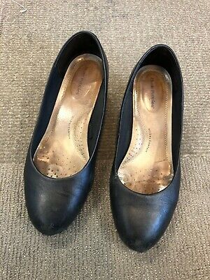 size 8.5 flight attendant heels - hush puppies brand - heavily worn