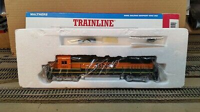 Walthers Trainline HO Scale Dash 8-40B BNSF #8623 DC