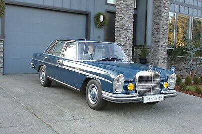 1967 Mercedes-Benz 200-Series  1967 Mercedes-Benz 250S