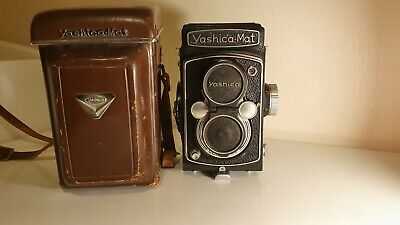YASHICA-MAT TLR Copal SV Shutter Yashinon 80mm F3.5 Twin Lens with Leather Case