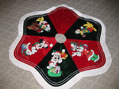 New Disney Parks Mickey and Minnie Mouse Holiday Christmas Tree Skirt