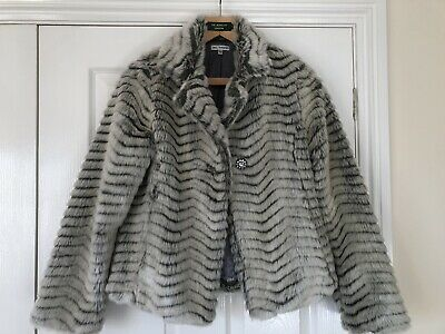 Girls M&S Coat Grey Black Age 13-14 Years In excellent Condition Hardly Worn