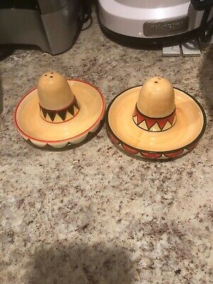 Set of Collectible Hand Painted MEXICAN HATS Salt /& Pepper Shakers