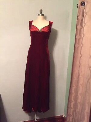 Badgley Mischka womens size 8 red velvet High Low Long gown Dress