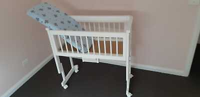 Bassinet with Mattress and matress protector