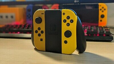 Nintendo Switch Joy-Con Controller L / R Pokemon Let's Go Limited Edition.