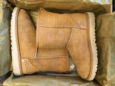 UGG KIDS Classic Short Honeycomb Boots - Fantastic Condition! - UK1