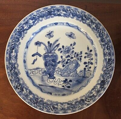 Antique 18th century Chinese Export Blue & White Porcelain Plat with Vase