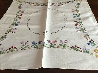 Hand Embroidered Linen Suppercloth
