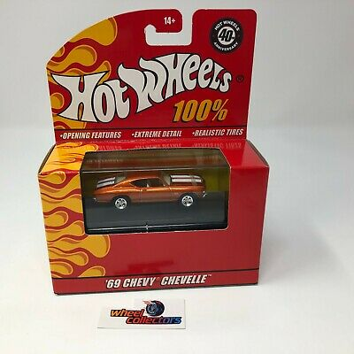 #127  '69 Chevy Chevelle * w/ Display Case * Hot Wheels 100% * ZD17