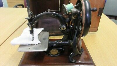 Antique Willcox & Gibbs Automatic Chainstitch Sewing Machine A396000 + Wood Case