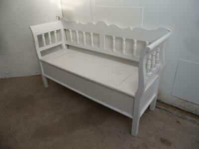 A Lovely Reclaimed Pine Painted White 2/3 Seater Box Settle/Bench