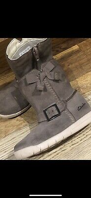 Clarks Girls Boots Size 5.5 Light Brown Suede. Inner Zip Fastening. Bow/buckle