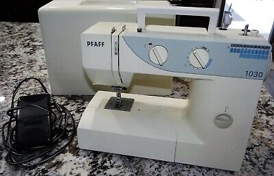 PFAFF Hobby 1030 Free Arm Sewing Machine w/ Hard Case Foot Control & Accessories