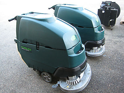 "NOBLES SS5 (Tennant T5) FLOOR SCRUBBER 32"" under 800 hours 60 day parts WARRANTY"