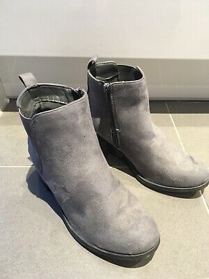 Fantastic ladies grey ankle boots size 6