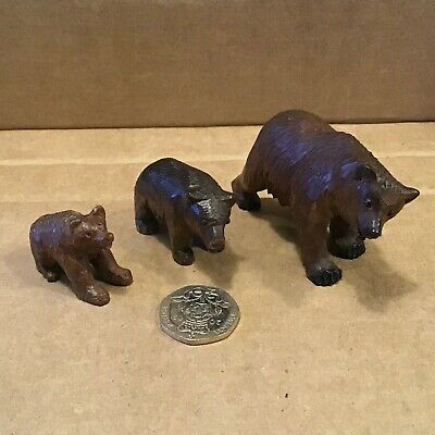 3 x BLACK FOREST HAND CARVED SMALL WOODEN BEARS IN EXCELLENT CONDITION