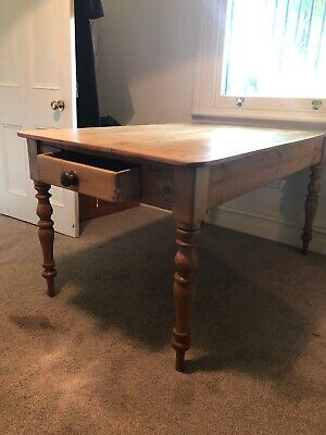 Vintage pine farm house table with end drawer. Excellent order