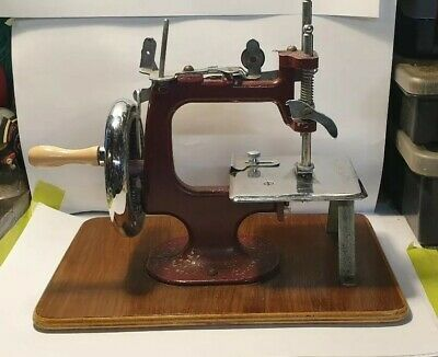 """Vintage Unique Micro Working Sewing Machine Rare Collectable Hand Operated 6×4"""""""
