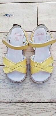 Girls Clarks Darcy Cgarm Yellow Patent Summer Sandals Size 10.5 F