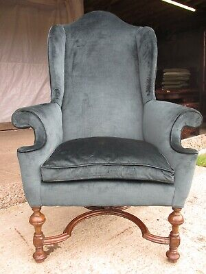 19th century walnut Queen Anne style high back winged armchair (ref 764)