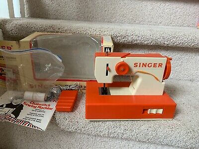 VTG 1970's SINGER Child's SEWING MACHINE W/ Original Box And Instructions