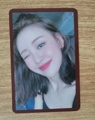 Loona # hash MMT Exclusive Yves Photo Card