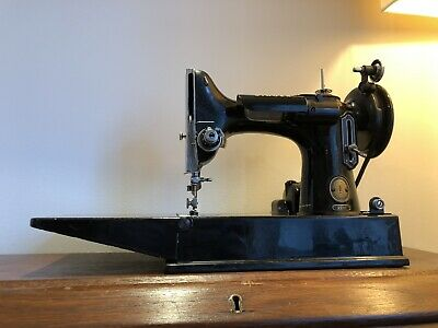 Rare 1958 Vintage Old Antique  Featherweight Singer sewing machine Model 221K