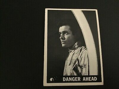 1966 Topps Lost In Space No. 17 Danger Ahead