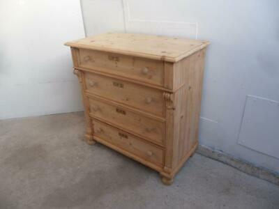 A Lovely Victorian Antique/Old Pine Large 4 Drawer Chest of Drawers to Wax/Paint