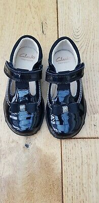 Girls Ella Ruby Black Patent Leather Clarks Lights First Shoes Size 5.5F