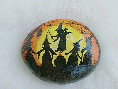 Ooak Hand Painted Five Witchs On Natural Rock stone Art Deco Paperweight 8036