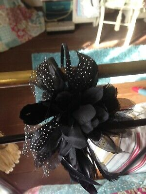 ACCESSORIZE Fascinator Black White Spot Feather & Net on black  Headband