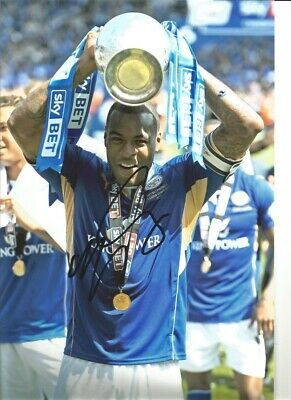 Wes Morgan Leicester City 12 x 8 inch hand signed authentic football photo SS238