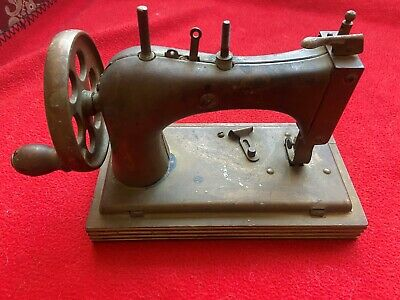 Vintage Small Travel Sewing Machine (singer??)