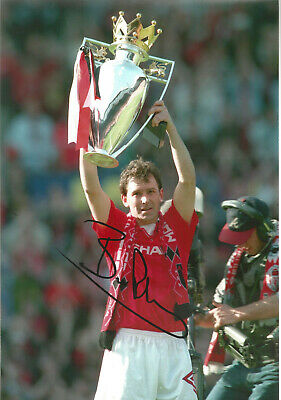 Bryan Robson Manchester United signed authentic 12x8 football photograph SS534D