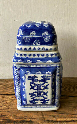 Vintage Signed Chinese Blue & White Porcelain Chinoiserie Tobacco Tea Caddy - 8""