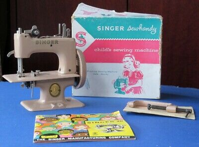 A 1950S VINTAGE SINGER SEWHANDY SEWING MACHINE FOR A CHILD - Beige Model No. 20