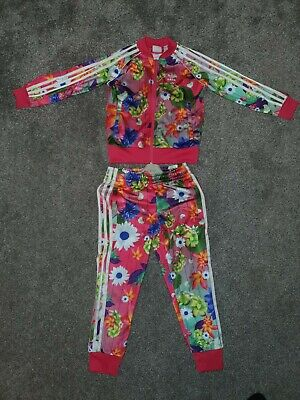 Girls Adidas Tracksuit Age 5-6. no reserve